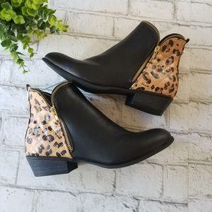 NEW Betseyville Rockstar Leopard Booties Size 10
